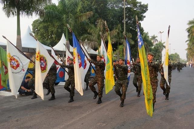 Desfile cívico militar alusivo ao aniversário de Corumbá
