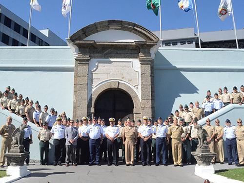 Escola Naval recebe visita da Escola Superior de Guerra da República da Colômbia