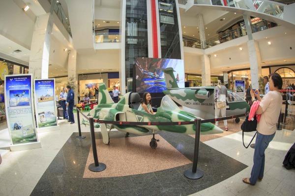 Força Aérea Brasileira realiza exposição temática no Taguatinga Shopping
