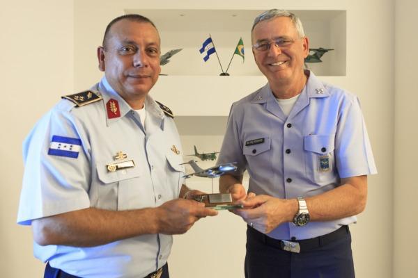 Força Aérea de Honduras visita FAB para propor acordos de cooperação