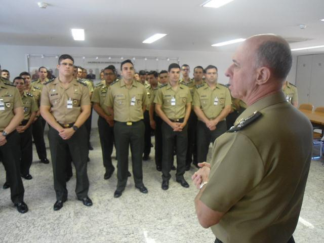 Centro de Controle Interno do Exército recebe visita do Curso de Intendência da ESAO