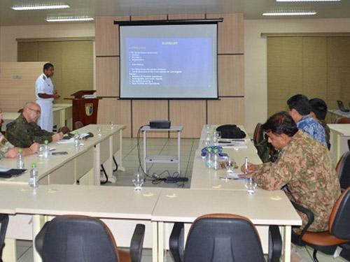 ComFlotAM realiza apresentação para oficiais estrangeiros no Comando Militar da Amazônia