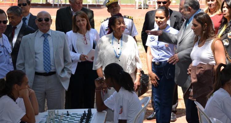 Ministra dos Direitos Humanos visita o Projeto Forças no Esporte em Anápolis
