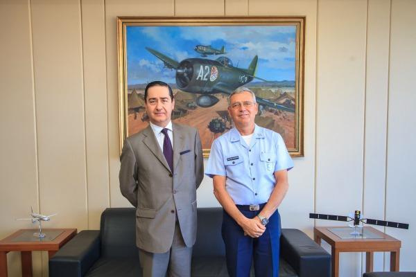 Presidente do Tribunal Regional Federal da 4ª Região visita o Comando da Aeronáutica