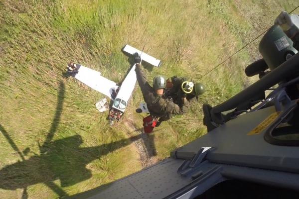 FAB resgata passageiros de acidente aéreo na Ilha de Marajó (PA)
