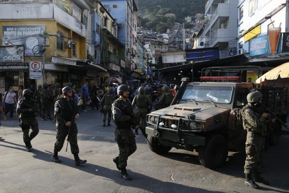 Depois de uma semana, Forças Armadas deixam a Rocinha