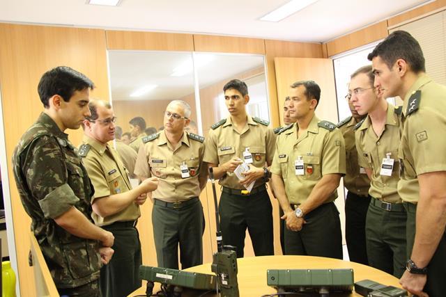 Visita de instrução da Escola de Formação Complementar do Exército ao Centro de Desenvolvimento de Sistemas