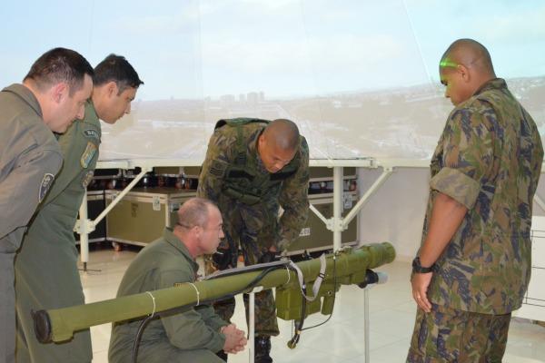 Centro de Instrução de Aviação do Exército realiza visita à Ala 2