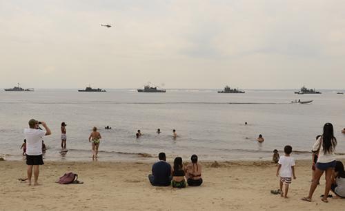 Navios das Marinhas do Brasil, Colômbia e Peru realizam Desfile Naval em Manaus