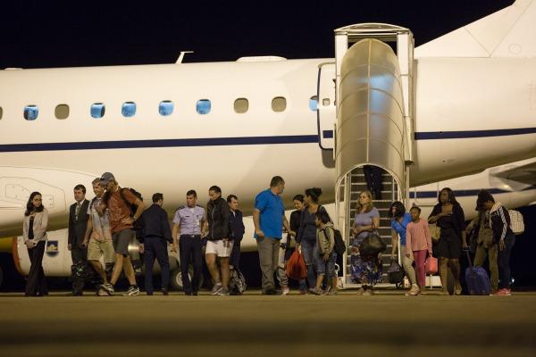 Avião da FAB resgata 14 pessoas em ilha atingida pelo furacão Irma