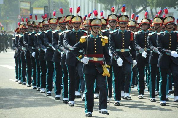 Desfile cívico-militar marca comemoração pelo Dia da Independência