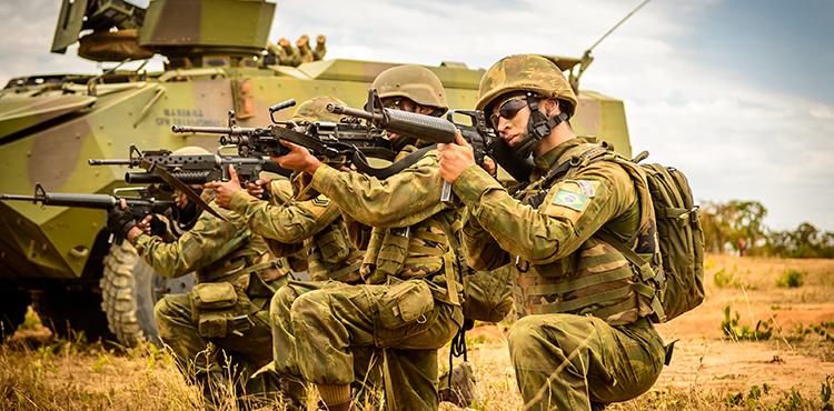 Fuzileiros Navais realizam exercício em Formosa (GO)