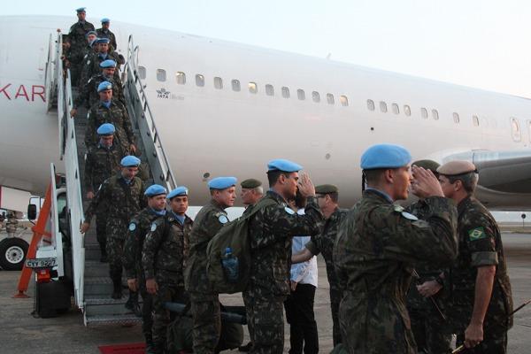 Militares da FAB que faziam parte do contingente brasileiro no Haiti retornam ao País