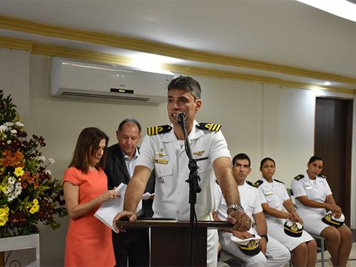Escola de Aprendizes-Marinheiros de Pernambuco prestigia lançamento de livro de Oficial da Reserva