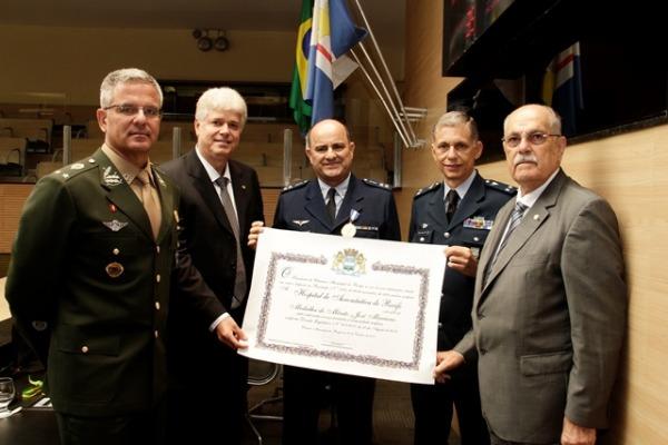 Hospital de Aeronáutica de Recife recebe medalha do Poder Legislativo
