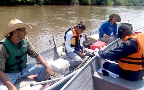 Agência Fluvial de Porto Murtinho realiza Operação Navegue com Segurança no Pantanal no Rio Brilhante