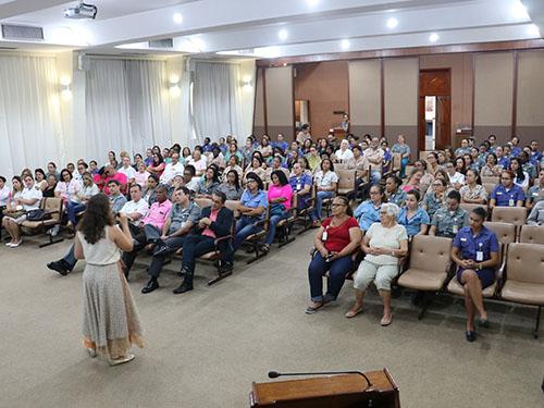AMRJ realiza campanha de prevenção ao câncer de mama no Outubro Rosa