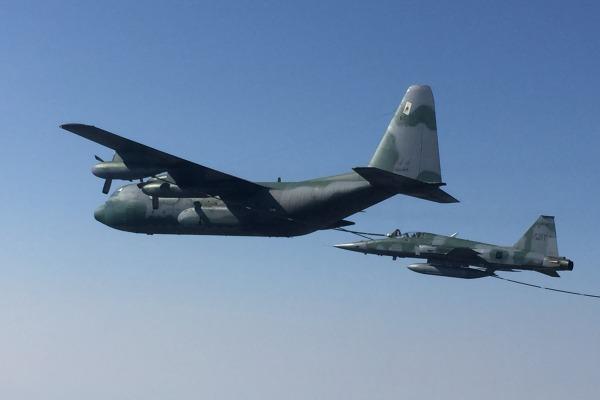 Esquadrões realizam treinamento de Reabastecimento em Voo em Anápolis