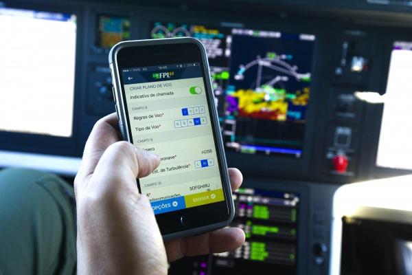 FAB lança aplicativo gratuito para gerenciar os planos de voo