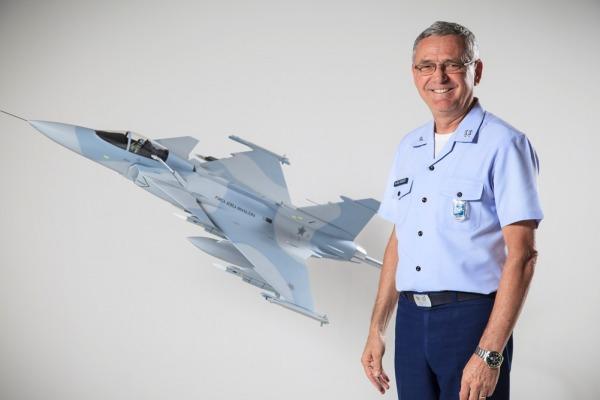 Mil dias no comando da Força Aérea Brasileira