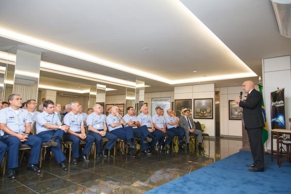 Comando da Aeronáutica recebe Ministro do STF para palestra