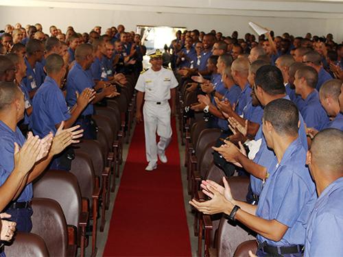 Corpo de Alunos da Escola de Aprendizes-Marinheiros de Pernambuco assiste palestra motivacional
