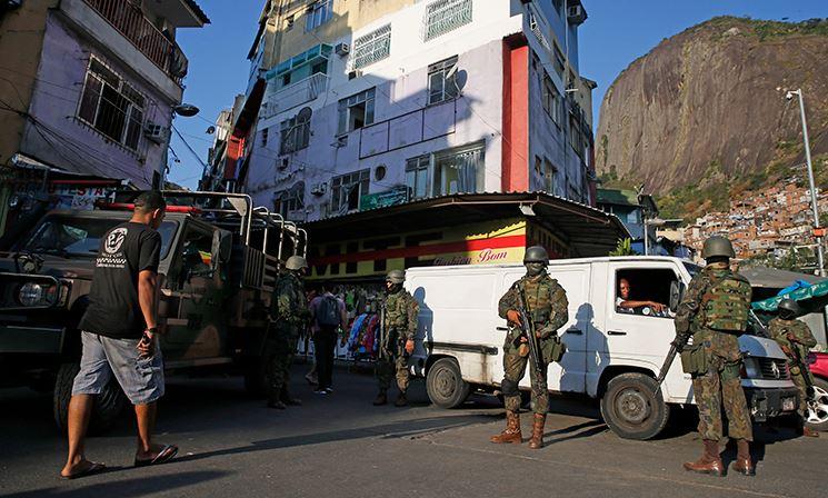 Forças Armadas saem da Rocinha, mas permanecem no Rio de Janeiro