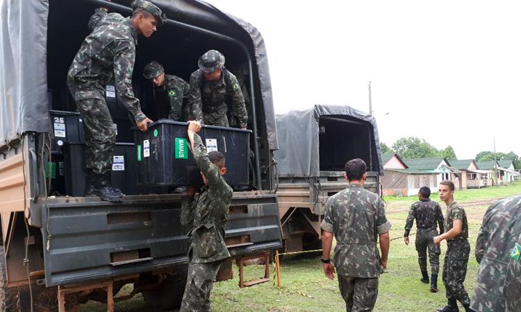 Defesa e Saúde realizam ação conjunta para atendimento a 17 etnias indígenas do Alto Rio Juruá