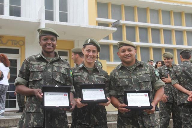 Atletas pioneiros do Programa de Alto Rendimento do Exército recebem justa homenagem por seu desempenho