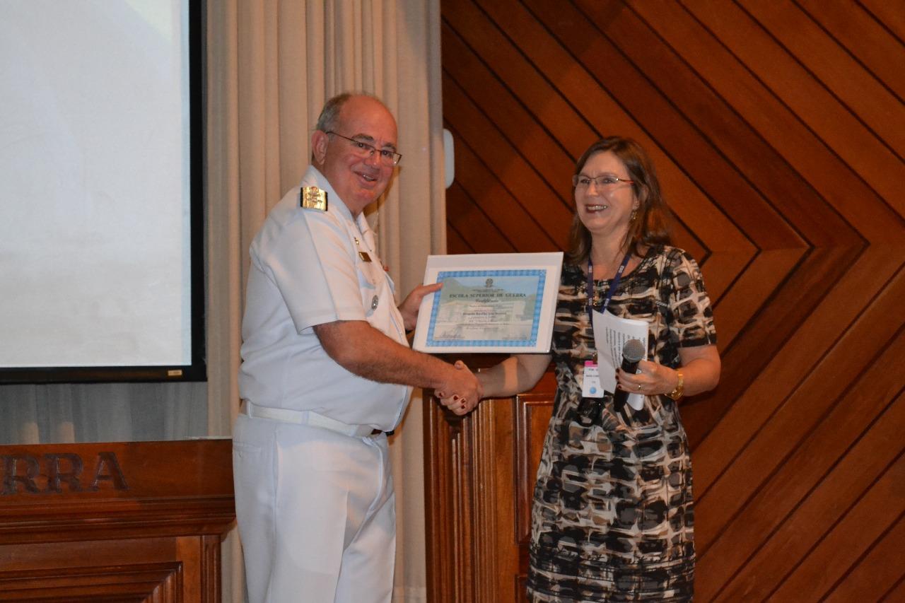 Comandante da Marinha ministra palestra na ESG