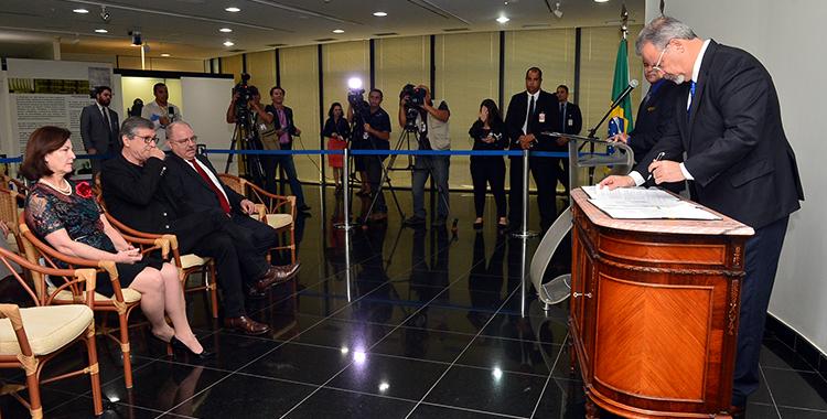 Governo e PGR assinam acordo para combate ao crime organizado no RJ