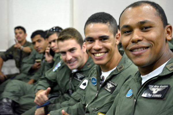 Futuros pilotos de combate da FAB escolhem esquadrão em que vão atuar