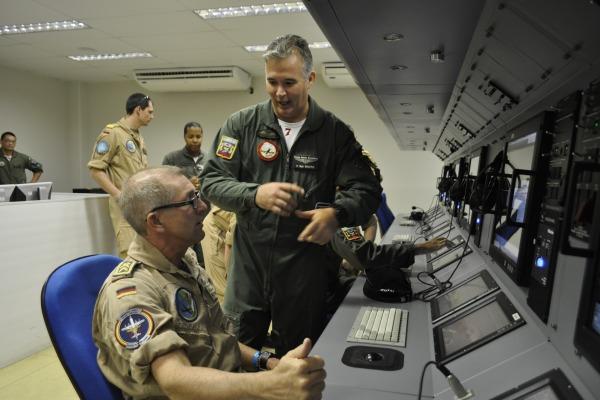 Oficiais da Marinha Alemã realizam intercâmbio operacional no Esquadrão Orungan