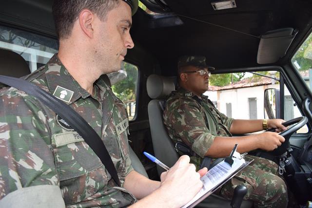 Trânsito mais seguro, com motoristas militares preparados no Centro de Formação de Condutores, em Recife
