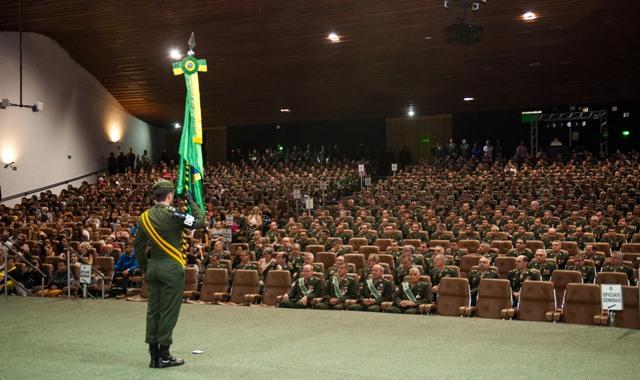 Bandeira do Brasil é celebrada na Capital Federal por militares do seu, do nosso, Exército Brasileiro!