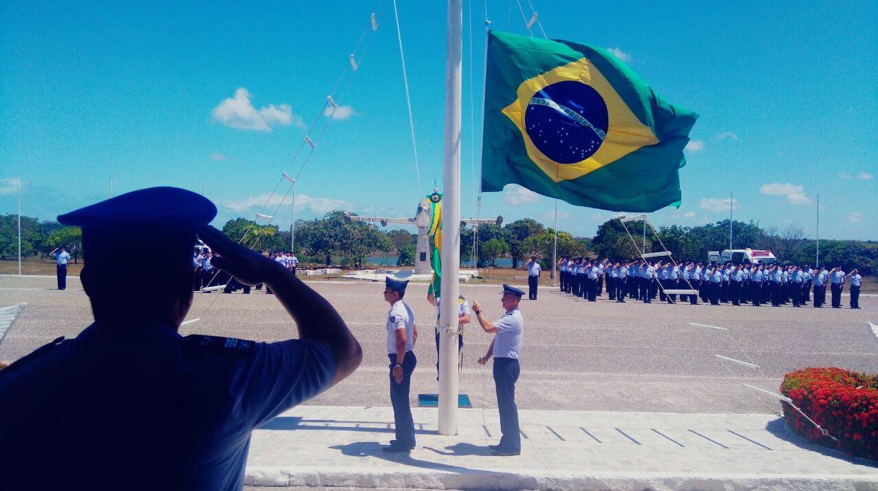Guarnição de Aeronáutica realiza homenagem ao Dia da Bandeira