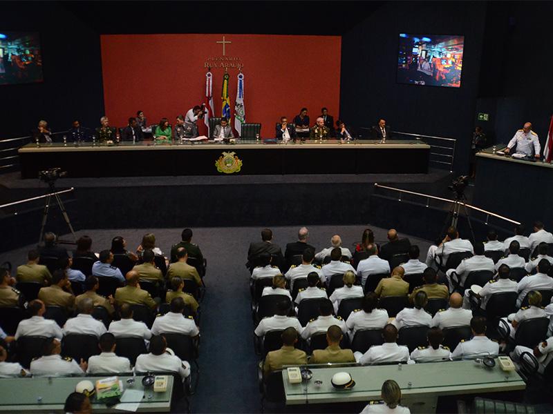 Comandante do 9º Distrito Naval recebe Título de Cidadão do Amazonas