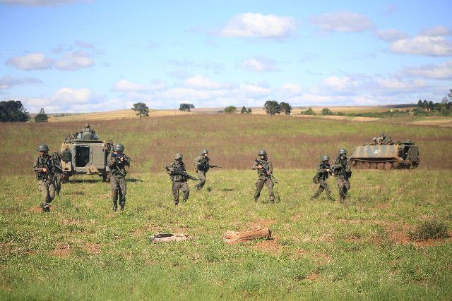 Operação Infante de Aço prepara alunos do Núcleo de Preparação de Oficiais da Reserva de Ponta Grossa