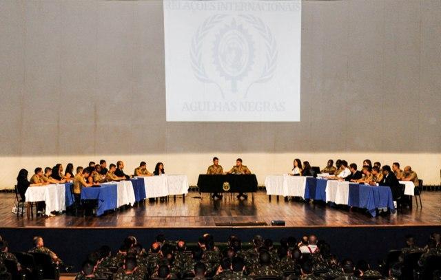 """Manobra Escolar compromete e integra o """"sangue novo"""" da oficialidade e dos graduados do Exército Brasileiro"""