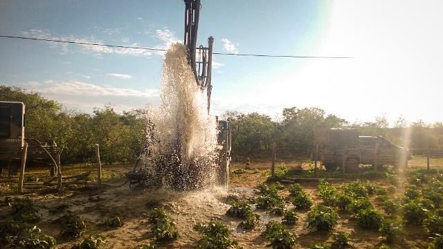 Exército perfura poços artesianos no Nordeste e em Minas Gerais, melhorando a vida de nosso povo