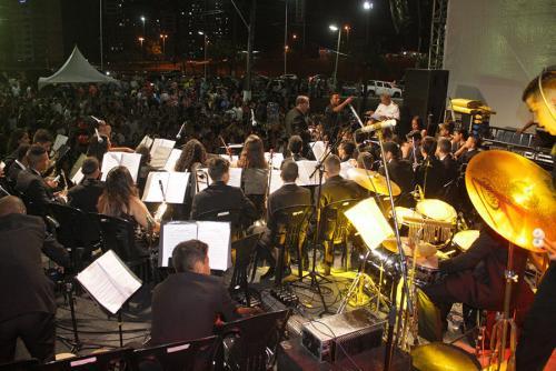 Orquestra Ondas Musicais abre programação do acendimento da Árvore de Natal na capital potiguar