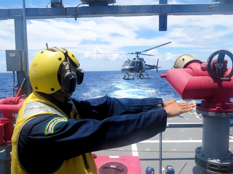 """NPaOc """"Araguari"""" realiza Vistoria de Segurança da Aviação e requalifica Equipes de Manobra e Crash"""