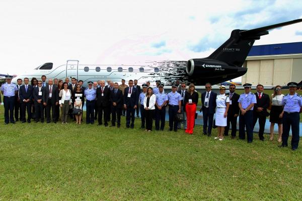 Comitiva do Executivo, Judiciário e órgãos ligados à Justiça visita AFA e Embraer