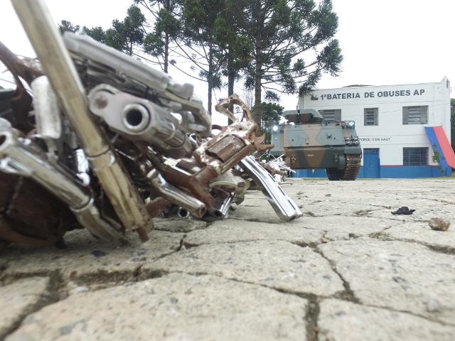 Neste ano, a Operação Vulcão do Exército Brasileiro destrói 20 mil armas no Paraná e Santa Catarina