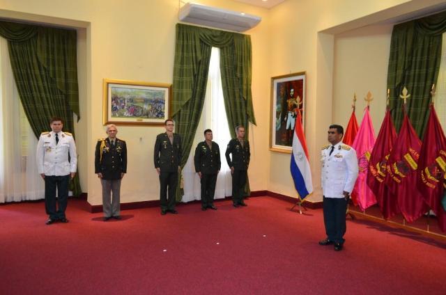 Imposição de condecoração a militares brasileiros no Paraguai