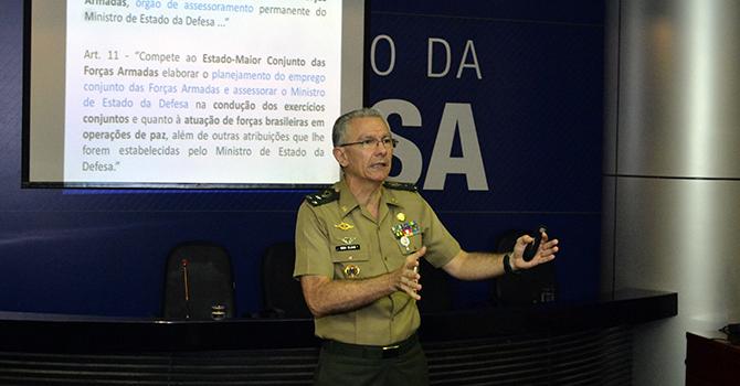 Estudantes de Relações Internacionais do interior de São Paulo participam de palestra sobre defesa e segurança