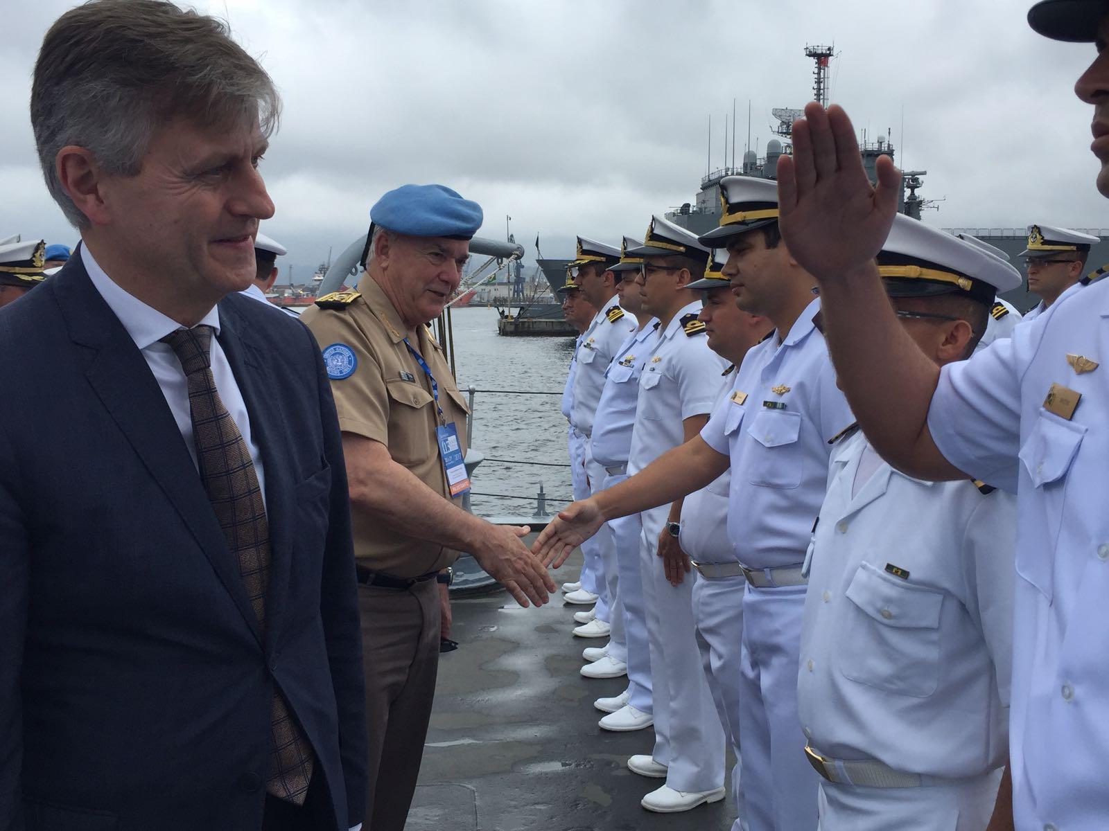 No Rio, chefe de missões de paz da ONU visita fragata que levará militares brasileiros ao Líbano
