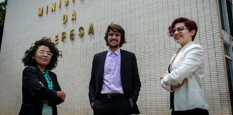 Defesa premia vencedores em concurso de monografias