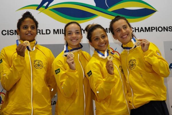 Brasil conquista 40 medalhas e quebra 15 recordes em campeonato de natação