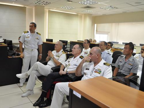 COMCONTRAM recebe visita dos adidos navais estrangeiros no Brasil